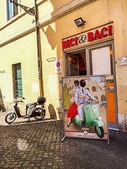 ... Roma: ... Bici & Baci!!! (Fede Falces ( ...... )) Tags: roma bici baci bicis vespas besos bikes kisses summer holidays august verano agosto color iphone iphonography luminous warm urban italia vacaciones