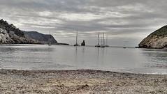 Playa (heteis) Tags: ibiza nubes barco viaje