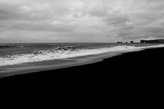 Islanda: Reynisfjara (la Spiaggia Nera) (margot 52) Tags: islanda iceland reynisfjara islande spiaggianera sigurros von volenska mare spiaggia bn