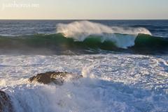 Olas rompiendo con fuerza (juanhorea.me) Tags: espaa spain asturias oscoseo castropol marcantbrico olas puntadelaromela