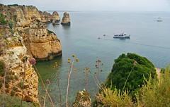 Algarve 29 (Eloy Rodrguez (+ 4.800.000 views)) Tags: lagos pontadapiedade grutas cuevas airelibre roca acantilados landscape paisaje seascape barcos barquinhas mar sea beach playas turismo vacaciones algarve portugal eloyrodrguez potd:country=es