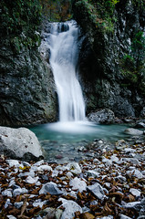 Fallen leaves (Simon_Bauer) Tags: autumn fall water creek flow bayern deutschland bavaria waterfall rocks wasser long exposure wasserfall fliesen filter nd gorge oberammergau ammergaueralpen unterammergau nd3 ammertal nd1000x