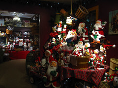 Santa Clauses (pianoforte) Tags: christmas store yankeecandle southdeerfield southdeerfieldma massachusettsflagship