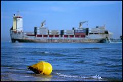 varados_01 (area51delcorazon) Tags: sea espaa film valencia 35mm boats iso100 mar spain nikon barcos playa fm3a nikonfm3a saler varados ektar100