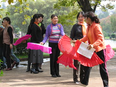 Park scene in Kunming, China (mbphillips) Tags: 中国 昆明 kunming 云南 yunnan 中國 fareast asia アジア 아시아 亚洲 亞洲 china 중국 mbphillips canonixus400 geotagged photojournalism photojournalist