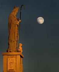The Shepherd (Tom Haymes) Tags: sunset moon statue texas dusk stpeter roundtop festivalhill roundtoptexas edythebateschapel orangestatue roundtopfestival bateschapelroundtop