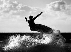 Silhouette Air (McSnowHammer) Tags: france clouds silver air wave hossegor surfing pro splash quiksilver efex