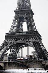 Snow in Paris (Sam OULMOU) Tags: snow paris tower tour sam eiffel neige oulmou samoulmou