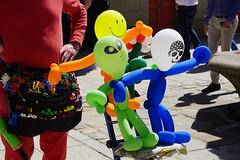 DSC01765 - (hermaion1) Tags: sculpture ballons plastique enfants kermesse couleurs hlium personnages