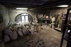 Laboratorio d'alabastro (Smau87) Tags: alabastro artigiano pietra artigianato volterra toscana laboratorio volti