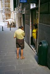 (Etumies) Tags: streetphotography filmphotography analogousphotography leica leicaphotography italia italy genova genoa liguria ligure