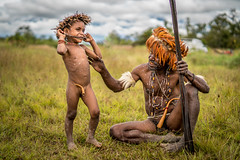 The Dani's Kid (tehhanlin) Tags: indonesia wamena westpapua irianjaya jayapura nusantara thedanis sukudani tribe humaninterest portrait lembahbaliem baliemvalley lembahbaliemfestival baliemvalleyfestival sony a7r2 a7rm2 ngc