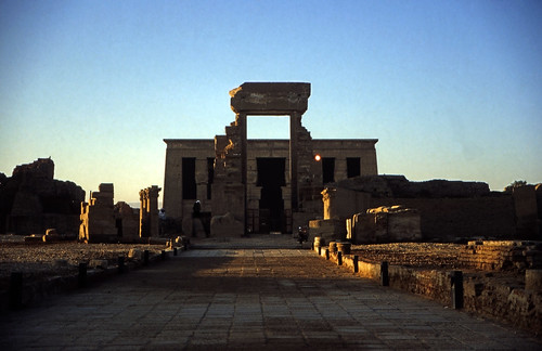 "Ägypten 1999 (418) Tempel von Dendera • <a style=""font-size:0.8em;"" href=""http://www.flickr.com/photos/69570948@N04/29600724236/"" target=""_blank"">View on Flickr</a>"