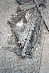 Untitled (Florian Thein) Tags: berlin charlottenburg strasse street boden pavement holzwolleleichtbauplatte sauerkrautplatte bauschutt baumaterial grau grey film analog 35mm yashicat5 kodakgold