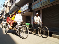 Velorickshaw  Amritsar (angelina.perrin) Tags: de la route sikh rickshaw bicyclette soie amritsar velo cycliste poussepousse indiennes