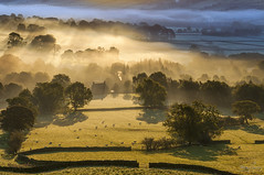 Edale Valley, Peak District (John Finney) Tags: trees mist fog sunrise landscape dawn peakdistrict drystonewalls coldandwarm lightrays edale pennineway goldenglow valleyfloor treesinmist edalevillage
