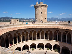 "Castell de Bellver - Palma - Rundburg • <a style=""font-size:0.8em;"" href=""http://www.flickr.com/photos/87978117@N02/8128459835/"" target=""_blank"">View on Flickr</a>"