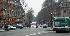 BRIGADE DES SAPEURS-POMPIERS DE PARIS / VSAV EN INTERVENTION A PARIS (famille.sebile) Tags: firefighter pompier pompiers sapeurpompier sapeurspompiers bspp vsab vsav brigadedessapeurspompiersdeparis brigadesapeurspompiersparis interventionparis