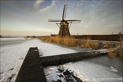 Dutch winter in Zevenhuizen / The Netherlands (zilverbat.) Tags: winter sky snow holland mill netherlands dutch canon poster zonsondergang raw zoom outdoor postcard sneeuw nederland culture wideangle elements lucht wintertime snowfall mills hotspot winterwonderland wieken worldheritage landschap trots zevenhuizen ijs windmolen winterpret lr3 steiger winterlandschap southholland groothoek vrieskou winterweer vlonder winterkou winterlucht molenwieken viersprong molenrad tweemanspolder derotte trotsopnederland canon7d zilverbat eendrachtsmolen molendatabase rottekade1 grantness