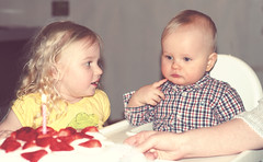 One. (krissen) Tags: birthday family cake children ellen sister brother daughter son siblings elis ett fdelsedag fotosondag fs130120