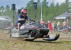 drag043 (minitmoog) Tags: dragrace grass dragracing sleds snowmobiles skoter veteran vintage lycksele