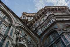 Different Perspective (Federica Schifano) Tags: firenze florence italia italy duomo cattedrale cathedral santamariadelfiore piazzadelduomo dome cupola selfsupporting brunelleschi scorci views arches marble green white colors geometry geometric gothic architecture nikon nikon5200 streetphotography effes