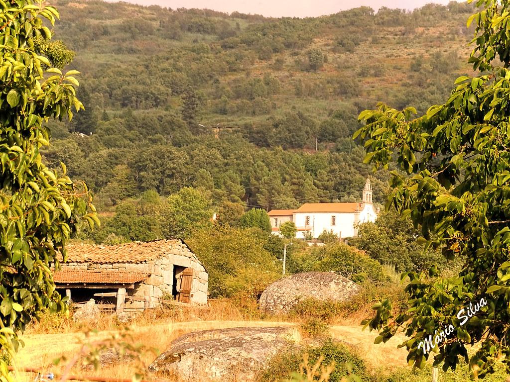 Águas Frias (Chaves) - ... entre árvores ... o armazém e a igreja matriz ...