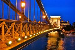Con amor a Budapest (Domingo Mery) Tags: bridge hungary budapest duna hungra danubio puentedelascadenas thegalaxy top20bridges sznchenyilnchd lpfences domingomery