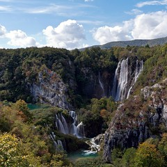 The Plitvice Lakes national park (Andreas Helke) Tags: autumn 2 cloud fall nature water forest canon river square 350d waterfall nationalpark wasser europa europe wasserfall iso400 herbst natur croatia canon350d dslr lm popular fluss fav30 wald canoneos350d f8 plitvice kroatien canonefs1022mmf3545usm plitvicelakes 17mm canon1022 candreashelke 1640 plitvickajezera landscapeformat 201109091021112c 2011upload shownbig