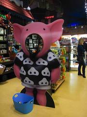 Big Pig (pianoforte) Tags: toys store yankeecandle southdeerfield southdeerfieldma massachusettsflagship