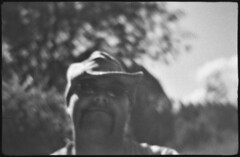 . (Martin Ritter) Tags: sea people nature face hat blurry leipzig christian sunglases grainy beirette orwo orwonp20 beiretteelectricsl400