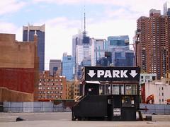 Empty Car Park (raspu) Tags: park new york usa ny car manhattan empty aparcamiento avenue nueva vacio eeuu slung
