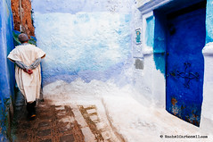 Chefchaouen. Morocco (achel cabonell) Tags: africa street door city travel blue people urban man wall walking alley doorway viajes morocco alleyway maroc medina chaouen chefchaouen marruecos onthemove moroccan brightcolours xaouen travelphotography traditionalclothing djellaba documentaryphotography buildingexterior fotografiadocumental fotografiadeviajes rachelcarbonell