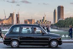 Taxi auf der Westmintsr Bridge (Bernhard Schlor) Tags: greatbritain westminsterbridge taxi grosbritannien london brittany gb