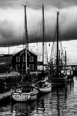 Porto di Lerwick (u.giommetti) Tags: biancoenero blackandwhite barche boats mare sea cielo sky isoleshetland shetlandislands scozia scotland europa europe porto port