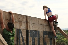 Walls of Fury - Pushing up (OakleyOriginals) Tags: conquerthegauntlet race obstacles torpedo wallsoffury stairwaytoheaven cliffhanger tulsa ok august 2016 challenge strength fitness competitive medals