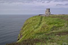 O'Brien's Tower - Cliffs of Moher (Lux) Tags: samsungnx2000 samsung nx2000 fogliluca lux76 nobrainstudio trip ontheroad wild ireland eire irlanda irish land green