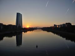 Sonnenaufgang 08.09.2016 in Frankfurt/Sachsenhausen (srevilo) Tags: frankfurtammain ezb sonnenaufgang frankfurt main flserbrcke