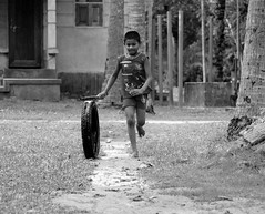 IMG_4295 (borsha_dhara12) Tags: black whit child play happy borsa canon daylight