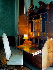 P9080062 (simonrwilkinson) Tags: beltonhouse lincolnshire nationaltrust nt bluebedroom furniture bureau