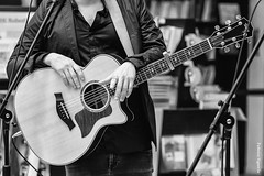 """Gi Sada - Presentazione """" Volando al contrario """" (Federica Signorile) Tags: gi sada giovanni giosada x factor italia bari sony music faro records gigi fasanella volando al contrario baell baellsquad barismoothsquad sandro lella chitarrista chitarra musica live presentazione discografica federica signorile feltrinelli"""