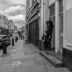 Starting the day (Mario Rasso) Tags: mariorasso nikon londres london blackandwhite woman nottinghill england casual d800