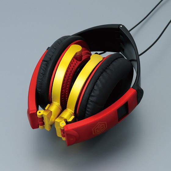 福音戰士2號機配色的罩式耳機