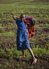 Kid in Volcanoes National Park, Rwanda (Eric Lafforgue) Tags: africa nature girl field outdoors farm champs rwanda afrika fille commonwealth ferme oneperson afrique eastafrica centralafrica 9272 kinyarwanda ruanda afriquecentrale רואנדה 卢旺达 르완다 盧安達 republicofrwanda руанда رواندا ruandesa
