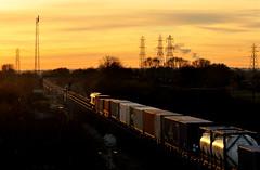 66592 at North Staffs Junction (robmcrorie) Tags: sunset station train power derbyshire north leeds rail railway loco trains locomotive enthusiast southampton railways railfan freight backlighting willington stenson rugeley freightliner staffs 66592 4o55