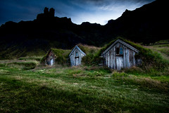 Núpsstaður (Ingólfur B) Tags: pictures old abandoned grass night island photo iceland image photos decay farm picture pic southeast ísland southiceland núpsstaður torfbær ingólfur ingolfur núpsstaðir ingólfurb ingolfurb