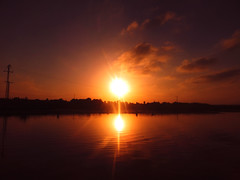 Atardecer en la Laguna de Torrevieja (Ivn.Gnell) Tags: atardecer laguna torrevieja espaa alicante finepix fujifilm f550exr digital cielo nubes colores agua reflejo exterior naturaleza postes luz puesta sol sunset paisaje ngc