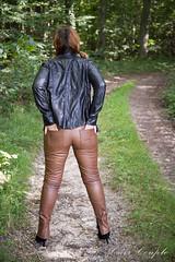 elle260 (Cuir Couple) Tags: cuir leder leather cuero veste jacket jupe skirt pantalon pant hosen mistress maitresse cuissardes matre master bondage bdsm cravache martinet