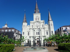 (sftrajan) Tags: stlouiscathedral architecture 19thcentury arquitectura neworleans louisiana 2016 sonydsch90 frenchquarter vieuxcarr jacksonsquare park plaza nationalregisterofhistoricplaces nationalhistoricsite cityplanning facade kathedrale cattedrale catedral