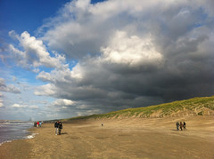 Cloud  Dune (Daviddje) Tags: sea sky cloud love beach clouds strand walking couple walk wolken zee duinen aan bloemendaal wolk duin parnassia